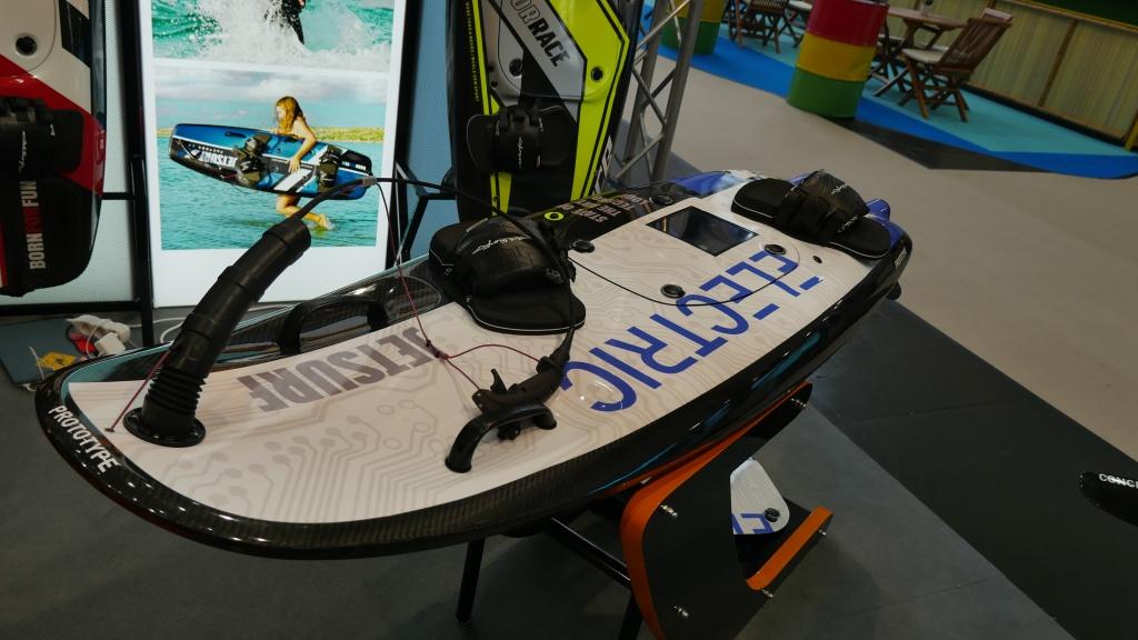elektro surfbretter eine vorschau auf neue e surfer. Black Bedroom Furniture Sets. Home Design Ideas