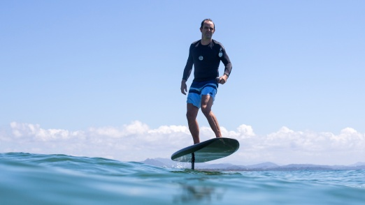 How to ride an electric hydrofoil: David riding his Fliteboard