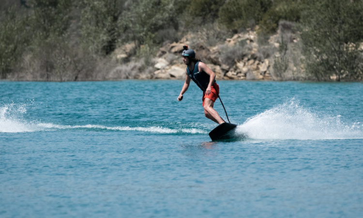 Awake electric surfboard in action