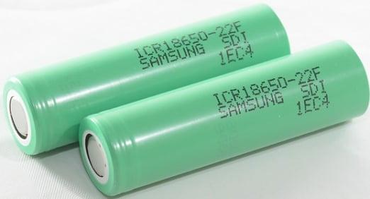 Eine elektrische Surfbrettbatterie enthält zwischen 100 und 300 Lithium-Ionen-Zellen.