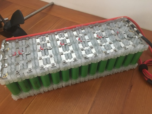 electric surfboard battery pack (photo: efoil.builders)