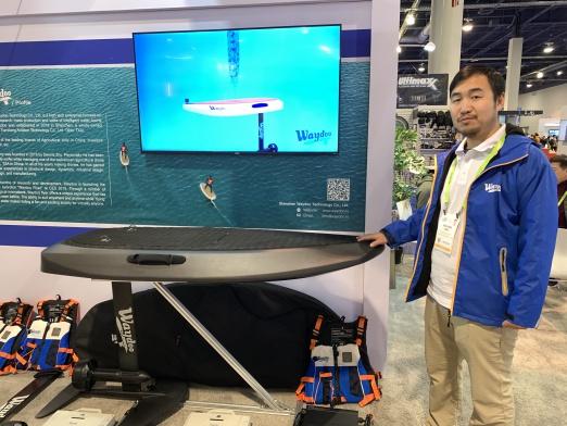 CEO Dennis Zhu mit dem Waydoo Flyer