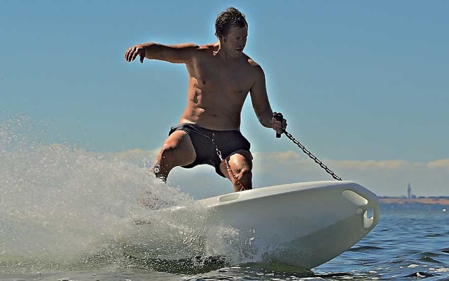 CURF Wake electric surfboard with over 25 horsepower - E-Surfer