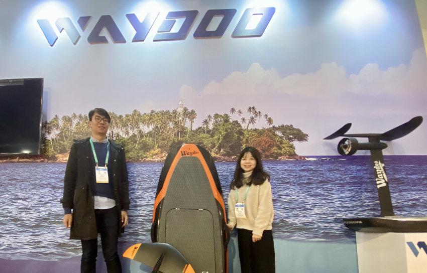Fliegendes Surfbrett Waydoo Flyer auf der CES 2020