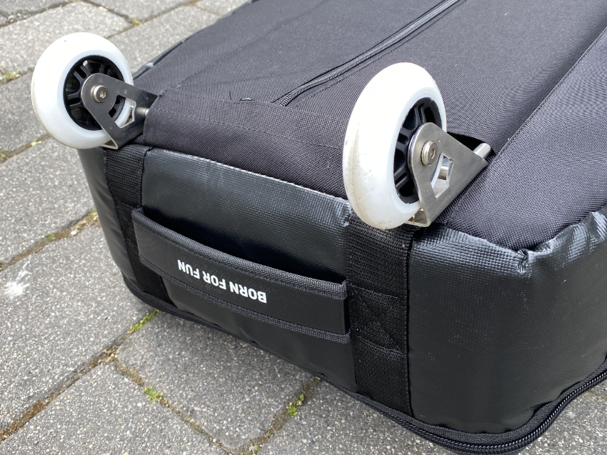 Board bag with wheels