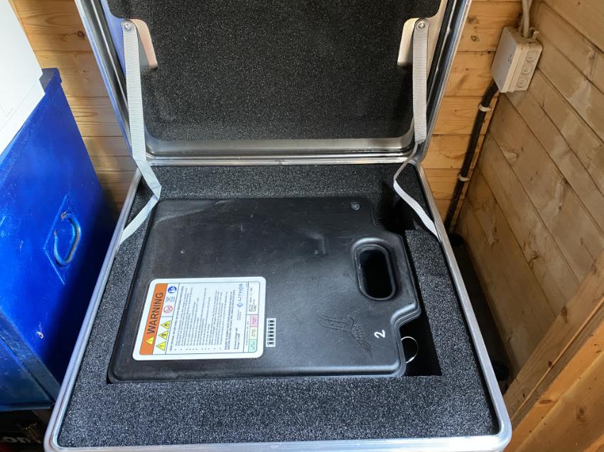 Wir lagern unsere Batterien in Stahlkisten oder Alukoffern